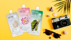MISSHA Pure Source Pocket Pack mask -yönaamiot antavat viimeisen silauksen kasvoille päivän päätteeksi. Kevyt, geelimäinen koostumus edistää vaikuttavien ainesosien imeytymistä eikä jätä ihon pintaa tahmeaksi.